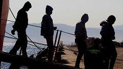 Los barcos que transitan las aguas del Estrecho, los otros rescatadores de vidas