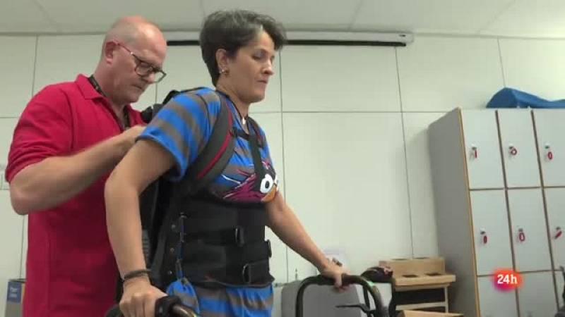 El uso de exoesqueletos aporta beneficios físicos y psicológicos a los pacientes