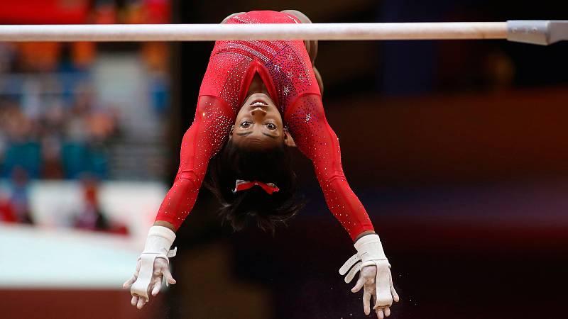 La estadounidense Simone Biles consiguió una nota de 14.886 en la prueba de asimétricas dentro del concurso por equipos femenino del Mundial de Doha 2018.