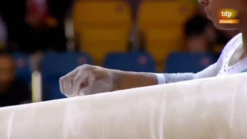 La estadounidense se encamina hacia su 12º oro mundialista tras el ejercicio en la barra.