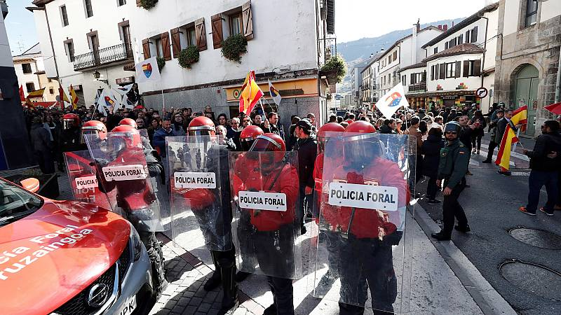 Tensión en Alsasua durante la celebración de un acto de la plataforma España Ciudadana