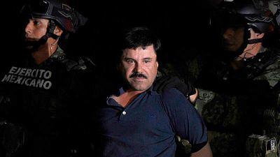 El Chapo Guzmán se sienta en un tribunal de Nueva York acusado de narcotráfico