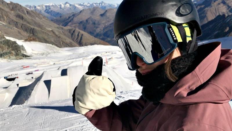 RTVE.es acompaña a la rider española María Hidalgo durante 24 horas para vivir con ella un día de concentración en la Casa de España que la RFEDI tiene en los Alpes suizos.