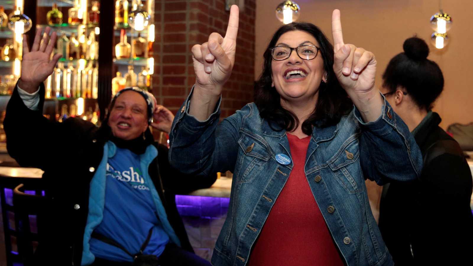 Mujeres y minorías hacen historia en las elecciones de medio mandato en Estados Unidos.