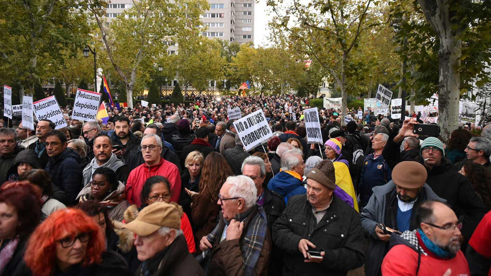 Concentración frente al Tribunal Supremo para protestar contra el fallo sobre las hipotecas