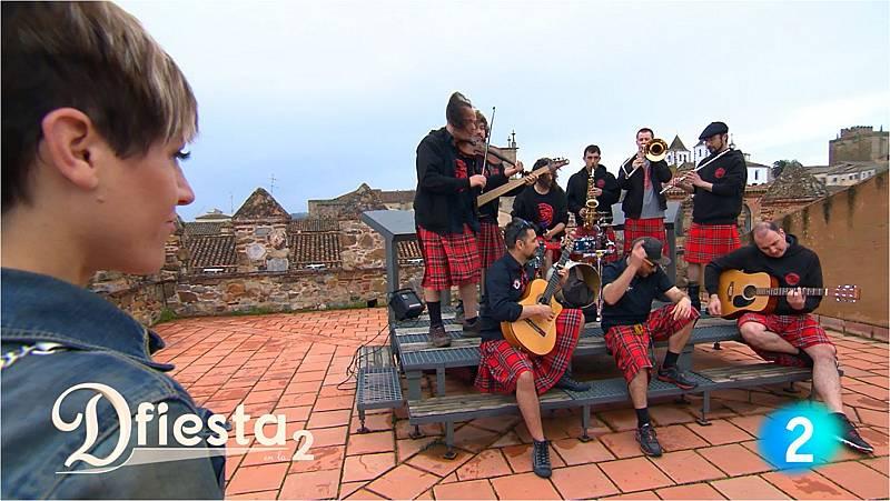 DFiesta - Los niños de los ojos rojos cantan 'La Comarca'