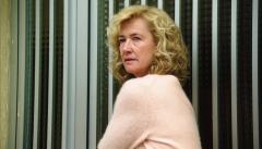 Cuéntame cómo pasó - Merche ayuda a Amparo a huir de su marido
