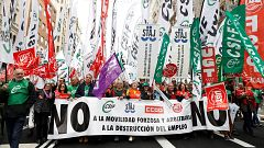 Miles de funcionarios de Justicia protestan para frenar la reforma de la Ley del Poder Judicial