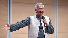 Yunus propone un nuevo modelo económico: una banca solo para pobres y más empresas sociales