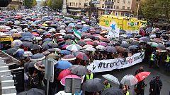 Miles de extremeños se manifiestan en Cáceres para reclamar un tren del siglo XXI