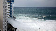 El temporal obliga a evacuar viviendas en Girona y Tenerife, donde se registran olas de seis metros