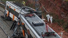 Un muerto y 44 heridos al descarrilar un tren en Barcelona por un deslizamiento de tierra