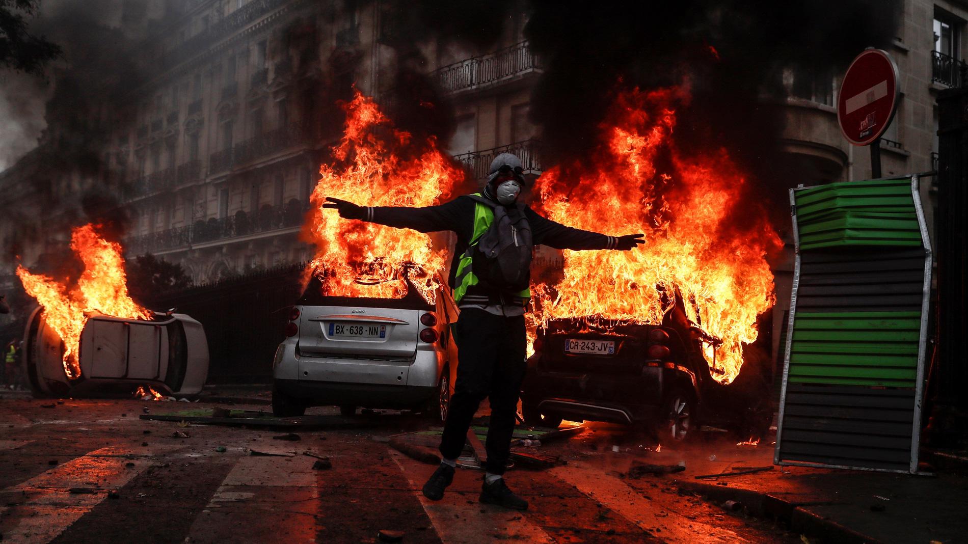 """Resultado de imagen de Reunión de urgencia en París por la actuación violenta de grupos de """"chalecos amarillos"""""""
