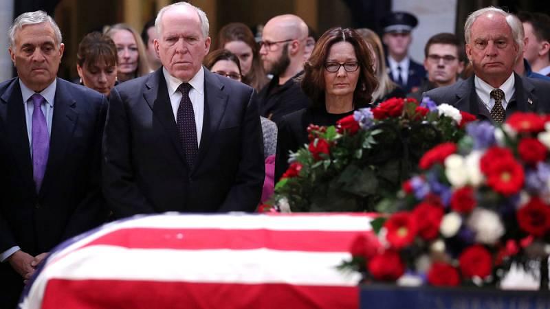 Honores al expresidente Bush en el Capitolio