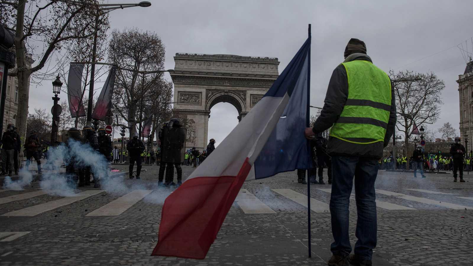 Cientos de detenidos durante el cuarto sábado de protestas de los 'chalecos amarillos' en París
