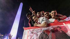 Miles de personas abarrotan el centro de Buenos Aires tras el triunfo del River Plate