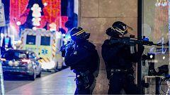 Un presunto terrorista mata a tres personas en el centro de Estrasburgo y permanece atrincherado tras escapar