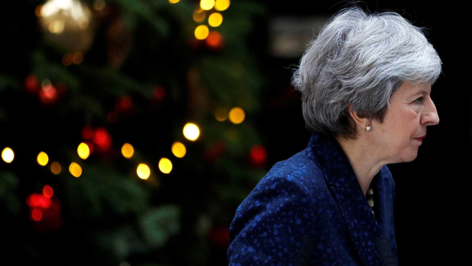 May se enfrenta a una moción de confianza en su partido