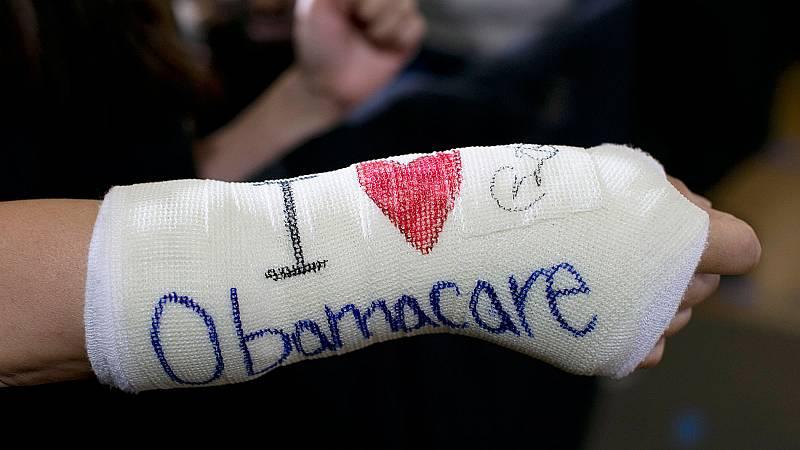 Un juez federal declara inconstitucional el 'Obamacare'