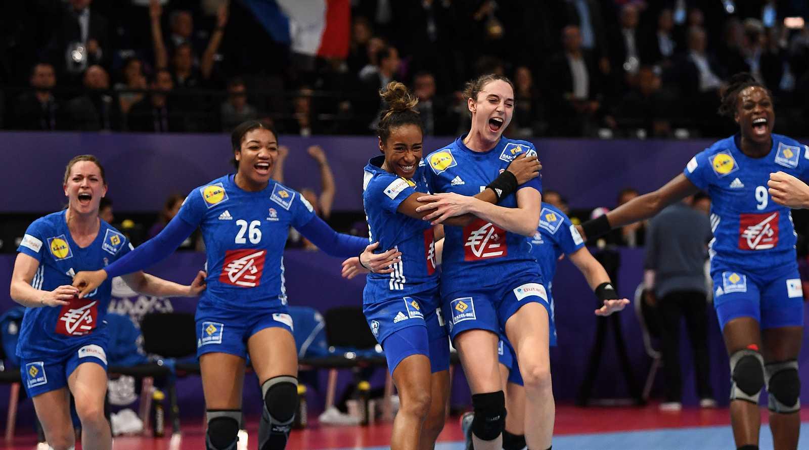 La selección francesa ha derrotado a Rusia en la final del Europeo femenino de balonmano disputada en Bercy (24-21) y se ha proclamado campeona de Europa.