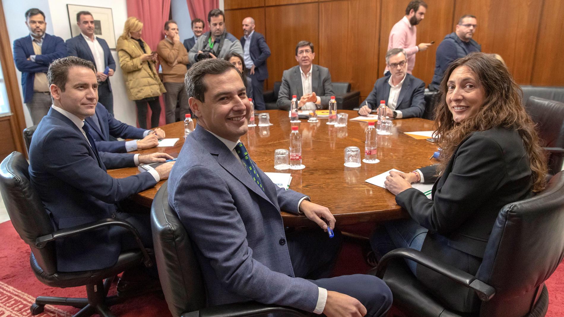 Resultado de imagen de El apoyo de Vox abre una brecha en las negociaciones entre PP y Cs en Andalucía
