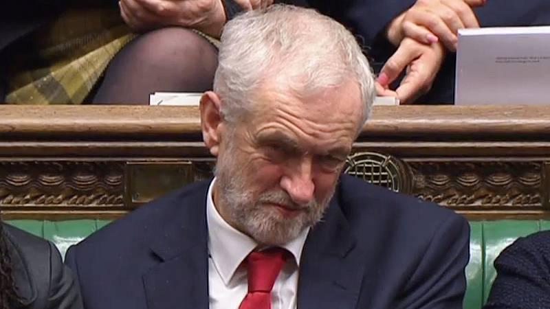 """Jeremy Corbyn, acusado de llamar a May """"mujer estúpida"""" en el Parlamento británico"""
