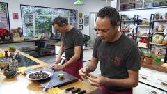 Torres en la cocina - Percebes Torres y cochinillo crujiente