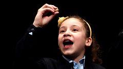 """Aya, la niña de los """"miiil euros"""", vuelve a triunfar y esta vez canta el Gordo"""