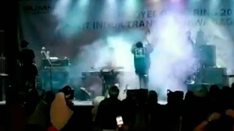 El tsunami arrasa en un concierto