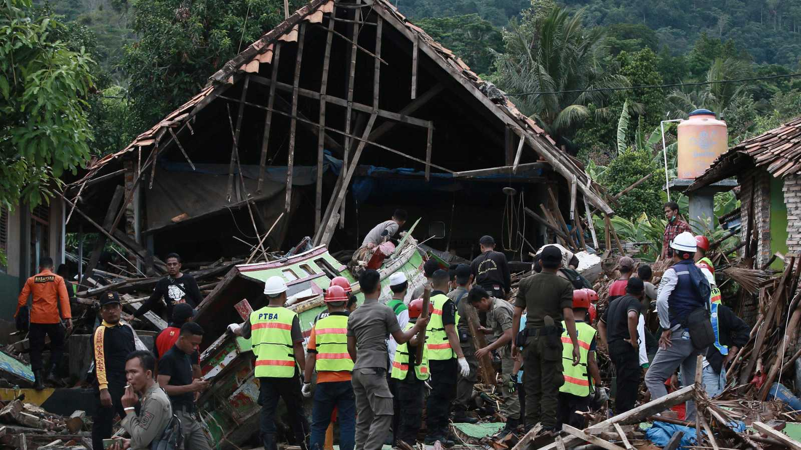 Un nuevo tsunami en Indonesia deja más de 200 muertos - Ver ahora