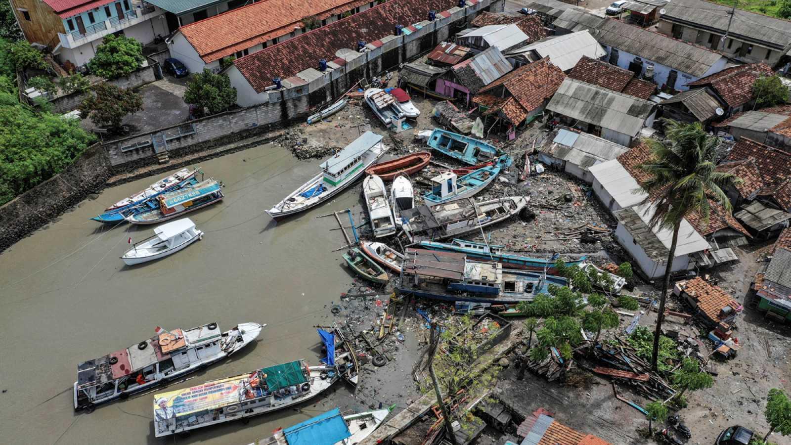 ¿Por qué la erupción de un volcán termina provocando un tsunami y por qué en el caso de Indonesia no se pudo predecir? Los expertos han explicado a TVE cómo funciona la red de alertas. Coinciden en que es muy difícil prever un movimiento de tierras s