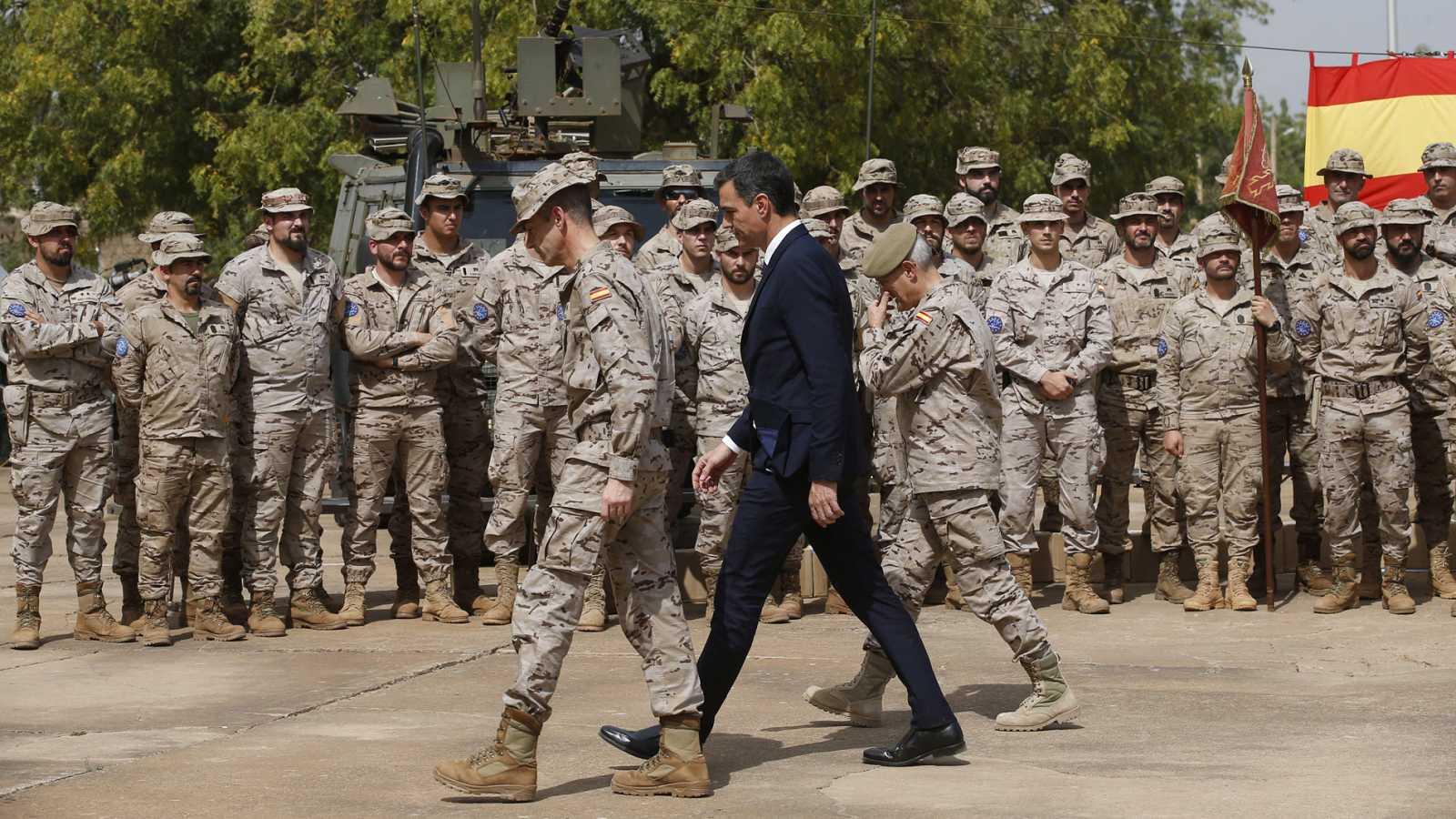 Pedro Sánchez visita a las tropas en Mali