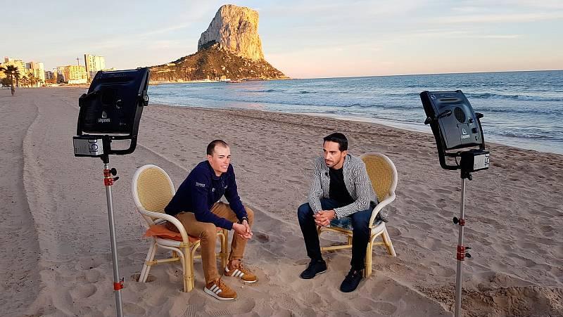 Alberto Contador y Enric Mas repasan en un cara a cara exclusivo para TVE sus carreras y la actualidad del ciclismo. La entrevista completa entre el pasado y el futuro del ciclismo español.