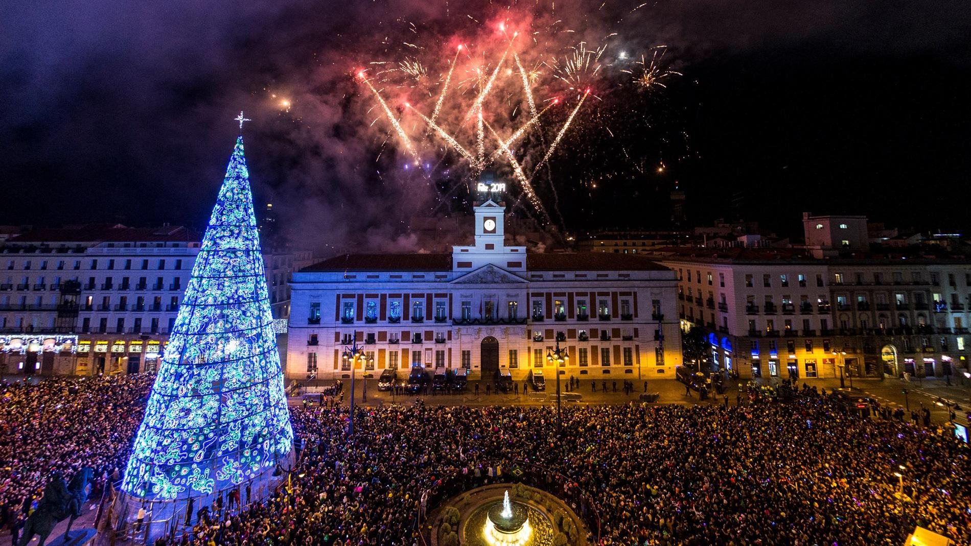 Espa A Recibe 2019 Con Dobles Campanadas En La Puerta Del