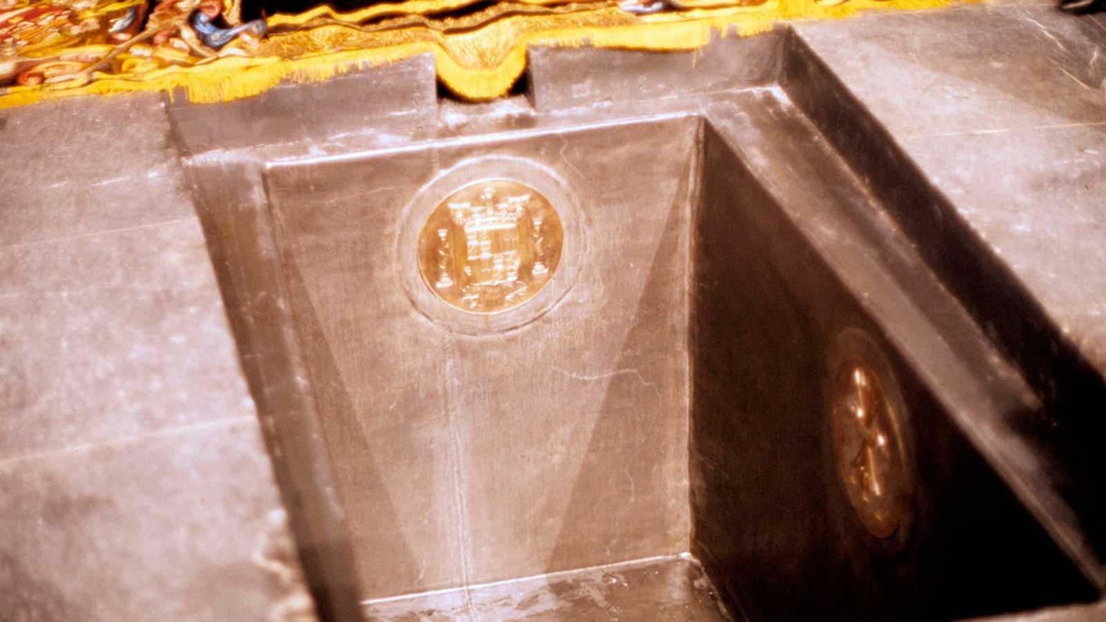 El Gobierno sigue con el proceso para exhumar a Franco pese a la negativa del prior del Valle de los Caídos