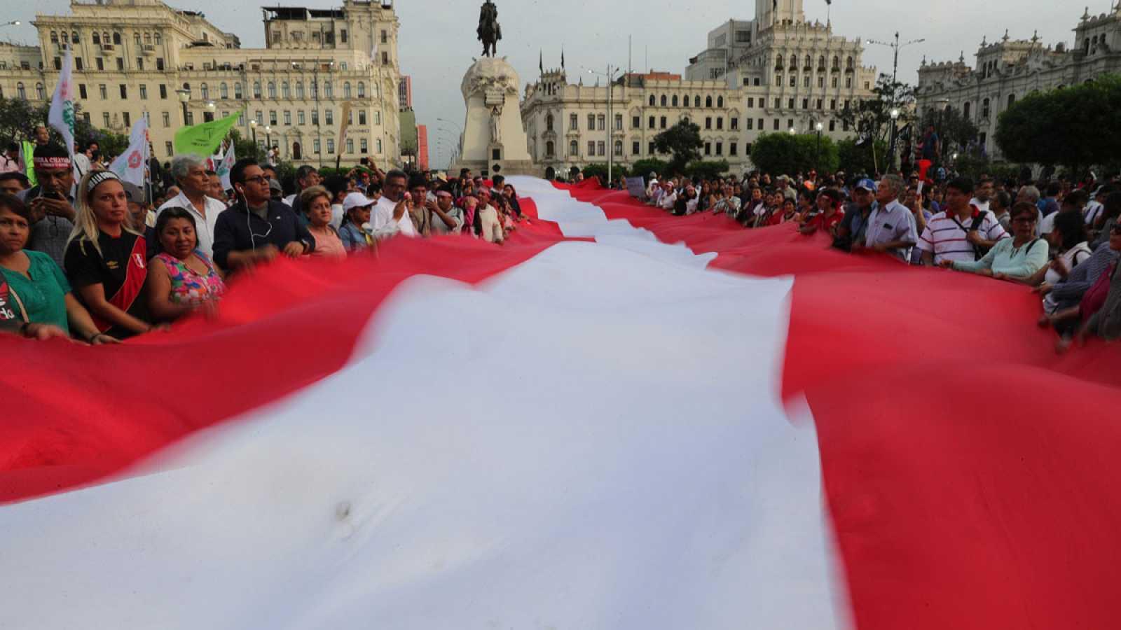 Marcha en Perú para exigir la renuncia del Fiscal general