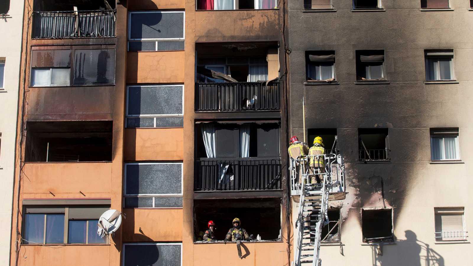 Tres muertos en el incendio de un edificio de viviendas en Badalona