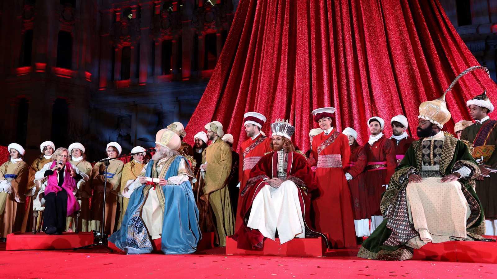 Miles de niños reciben a los Reyes Magos