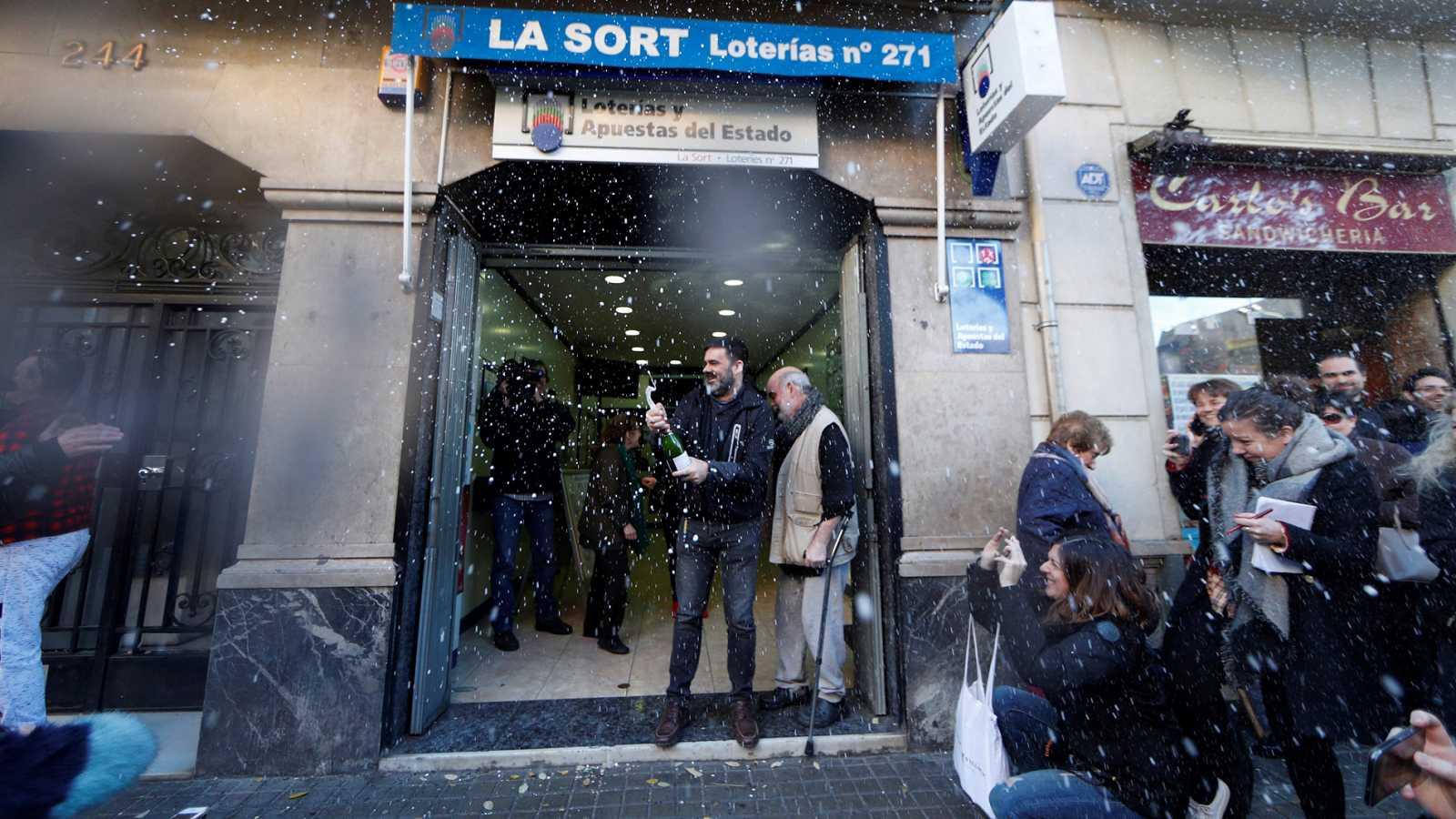 La administración de lotería 271 de Barcelona reparte íntegramente el primer premio del sorteo del Niño