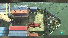 El trabajo de los estibadores en el Puerto de Barcelona