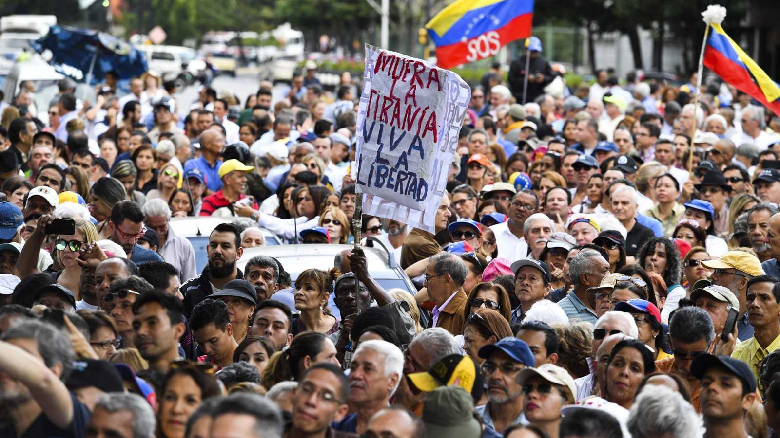 La oposición en Venezuela quiere volver a tomar la calle para echar a Maduro del poder