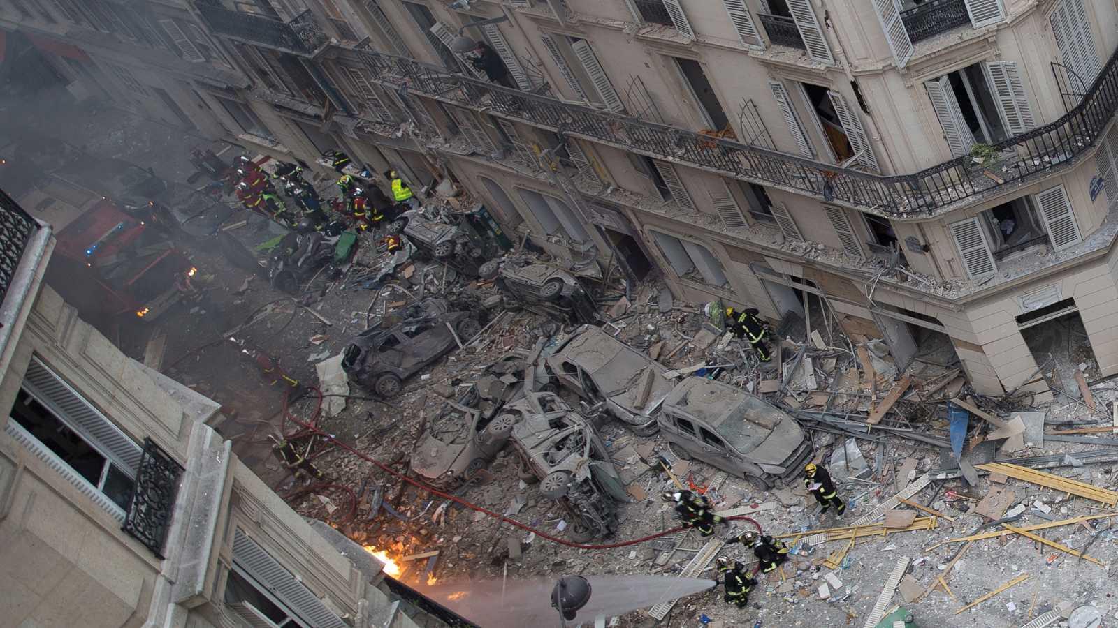 Dos bomberos y una turista española mueren tras la explosión de una panadería de París