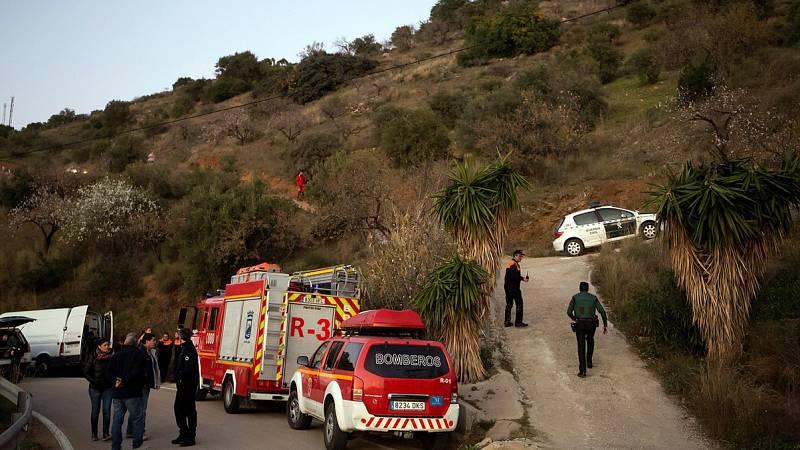 Siguen las labores de rescate del niño de 2 años que cayó a un pozo en Totalán, Málaga