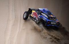 La mala suerte sigue al acecho de Sainz en el Dakar