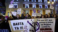 Feministas se concentran en más de 100 ciudades españolas contra las propuestas de VOX