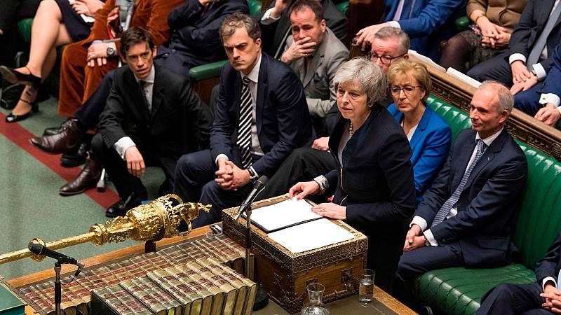 El Parlamento británico rechaza el acuerdo del 'Brexit' de May por una abultada mayoría