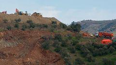 Avanzan las tareas de rescate de Julen rebajando la montaña para excavar el primer túnel paralelo