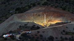 Una roca a los 20 metros complica el rescate de Julen