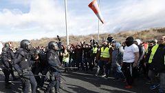 Un detenido, 11 heridos y carreteras cortadas en el tercer día de huelga de taxistas en Madrid