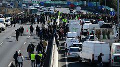 Los taxistas de Madrid colapsan accesos a Fitur en una jornada con 11 heridos
